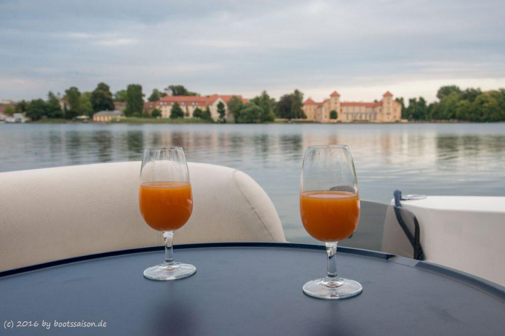 Bootstörn Ostdeutschland: Ankern vor dem Schloss Rheinsberg