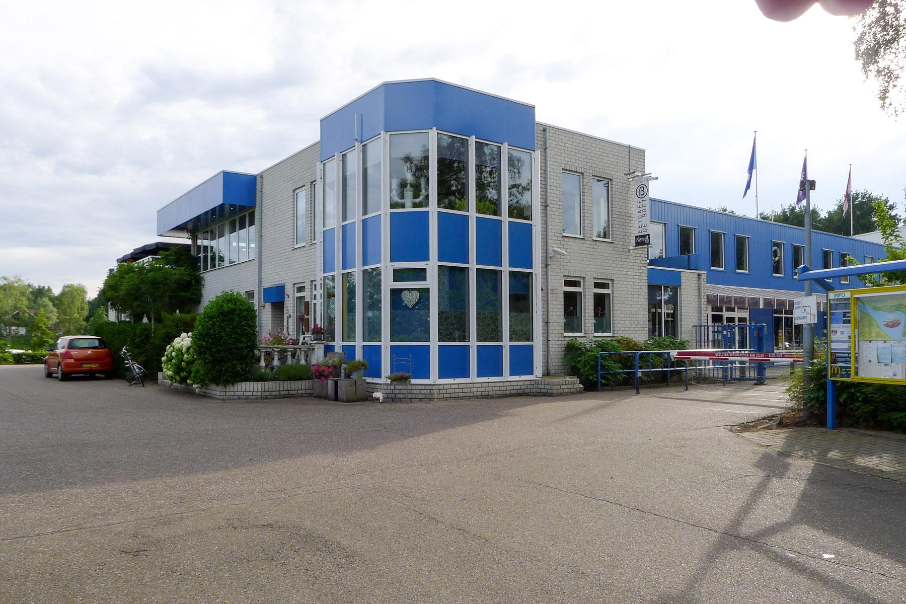 Hauptgebäude Marina Eldorado