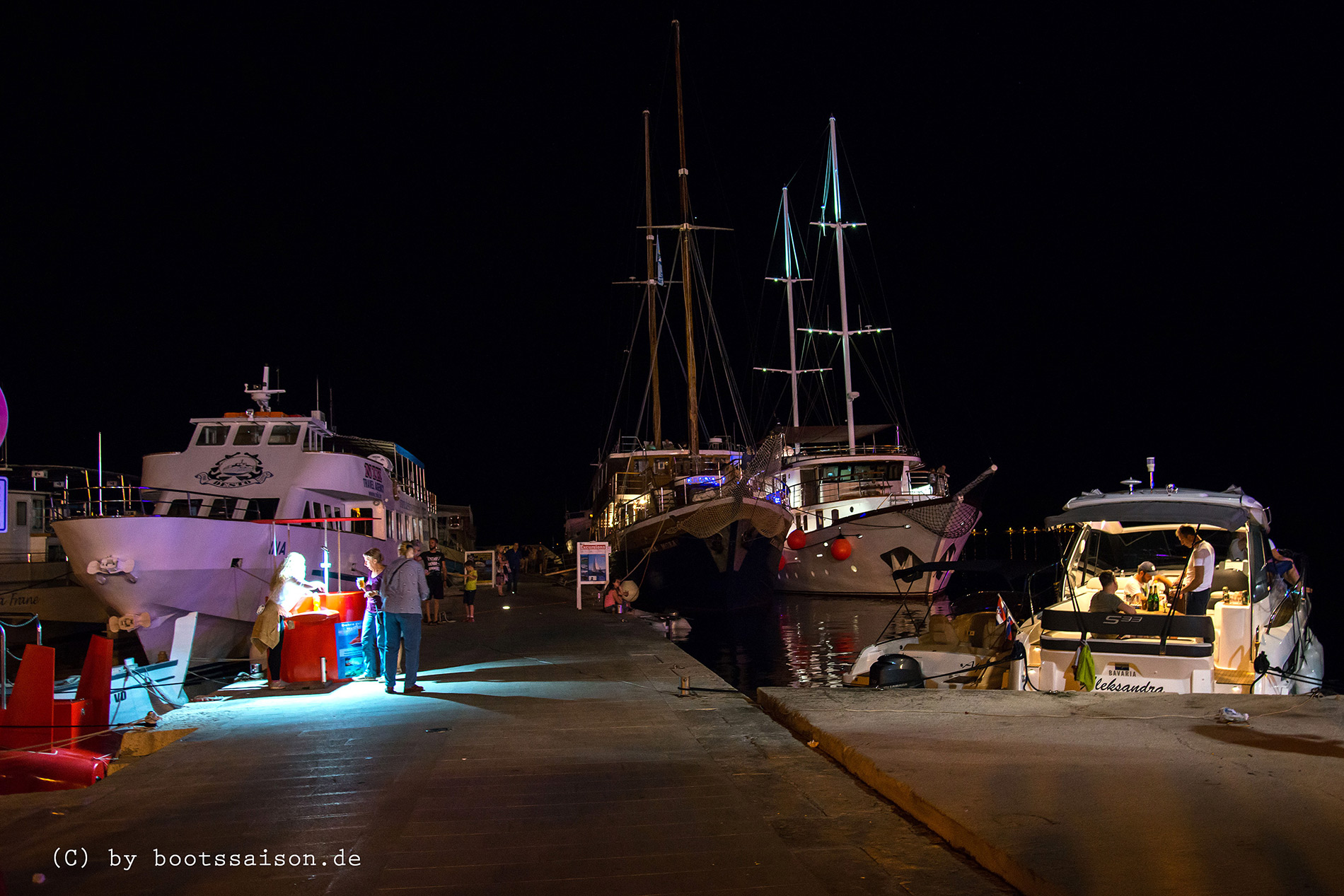 Vodice night life harbour